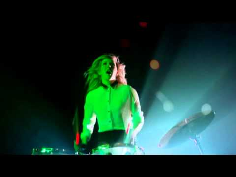 Lights – Ellie Goulding (Official Music Video!)