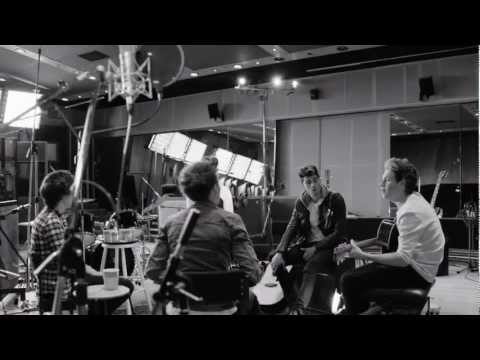 Little things – One Direction (Official Music Video!)